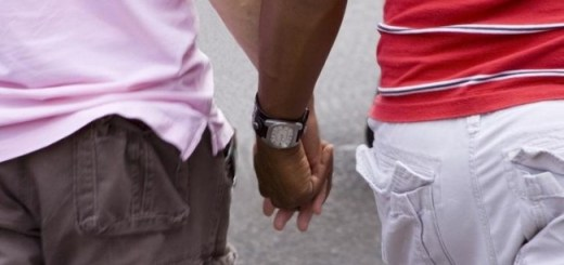 gay-couple-holding-hands-e1342985698123