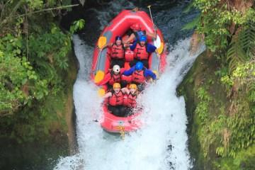 backpacker white water rafting wet n wild rotorua kiwi experience new zealand (6 of 11)