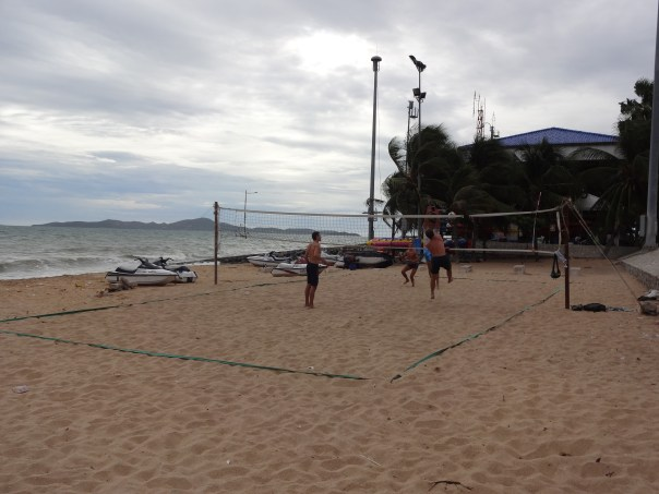 Old men can jump! Playing volleyball with the expats, locals and travelers (Thailand, 2016).