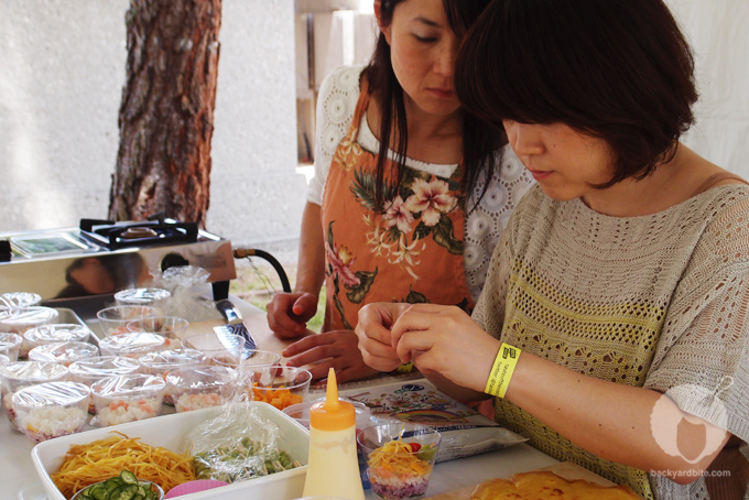 Yoko and Saki prep the sushi cupcakes