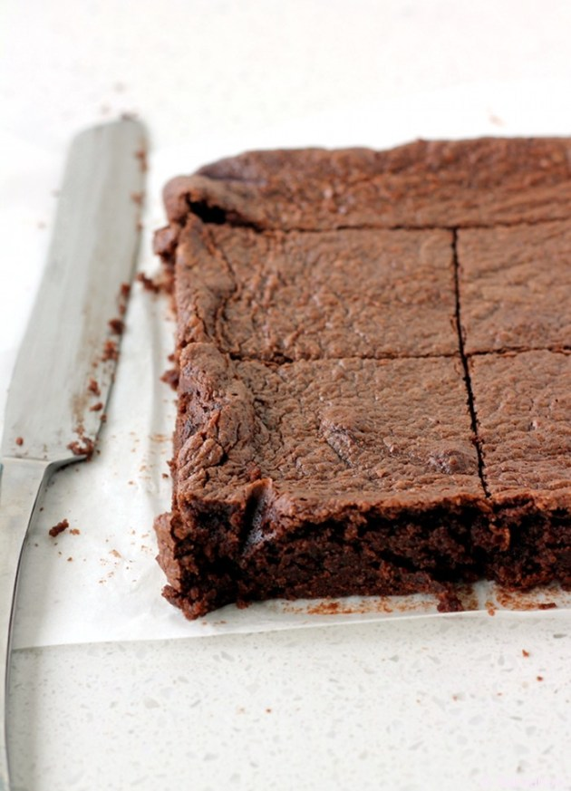 flourless almond brownies