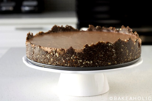 raw vegan chocolate cheesecake // bakeaholic.ca