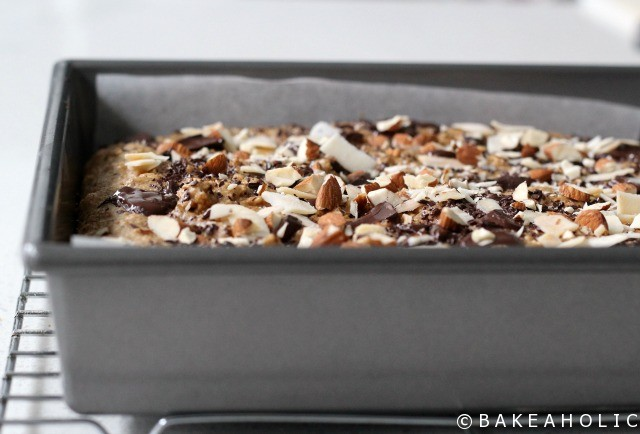 almond butter chocolate chunk blondies // bakeaholic.ca