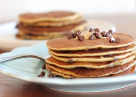 Banana, Peanut Butter & Chocolate Chip Protein Pancakes