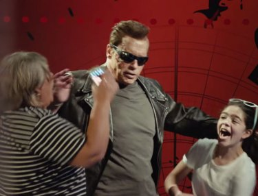 Arnold Pranks Fans In Hollywood As The Terminator