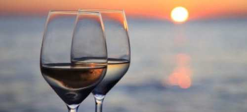 glasses_wine_against_sunset