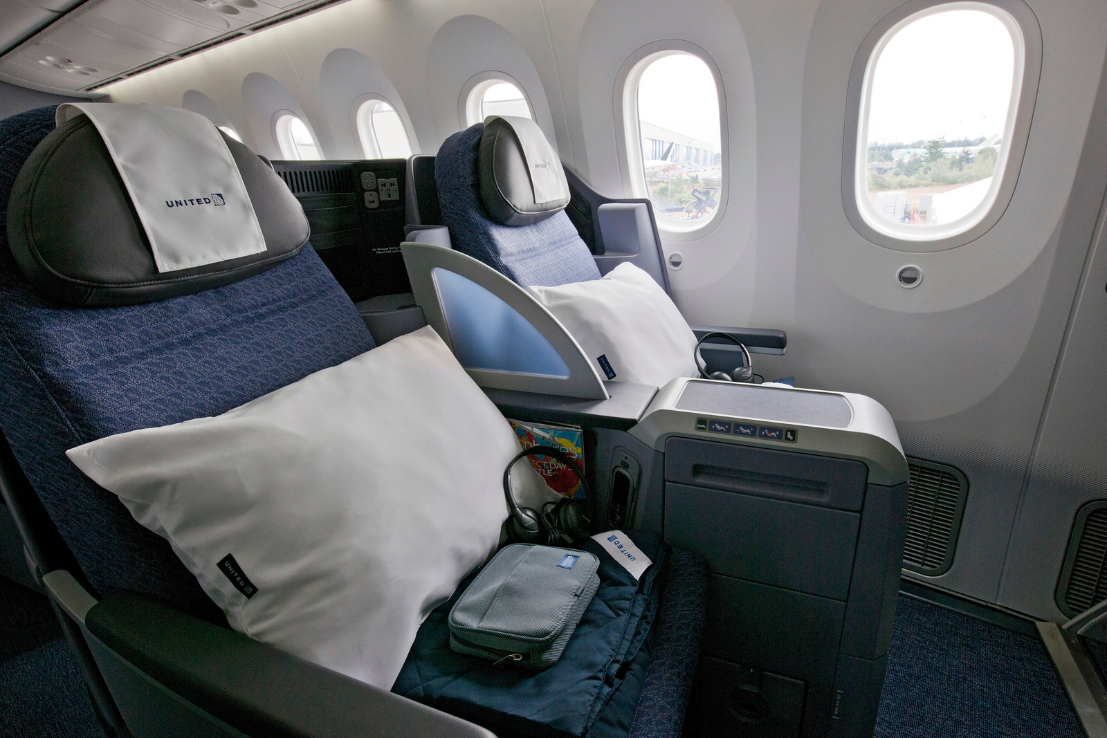 Inflight review united airlines 787 8 businessfirst for Interior 787 dreamliner