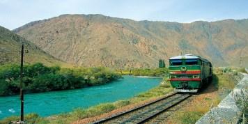Train-spécial-Registan-à-travers-le-Kazakhstan-Ouzbekistan-Turkmenistan-sur-la-Route-de-la-Soie