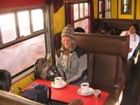 Bas in de buffetklasse van de trein naar Huancavelica