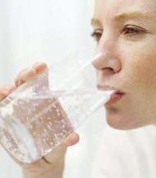 Basisch water drinken bevordert de gezondheid