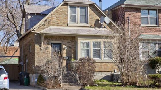 6 Mortimer Ave. had 34 bidders to sell for $853,888