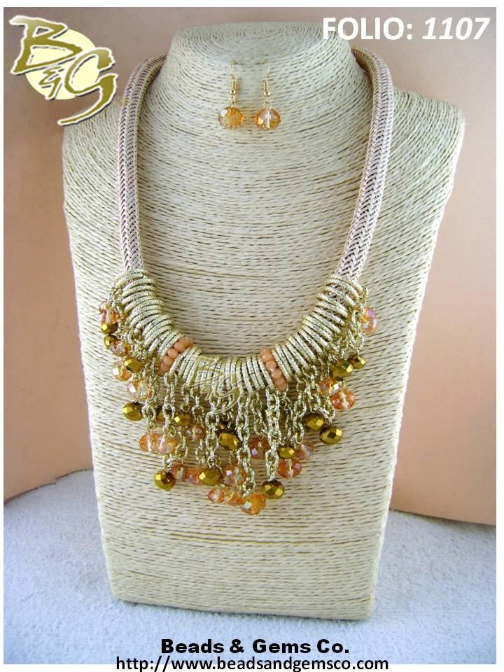 ¿Te imaginas como lucirías con este set de collar y aretes?