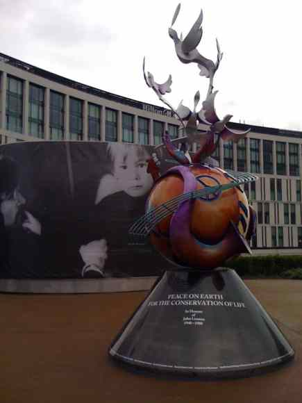 2010_lennon-peace-monument-liverpool_02