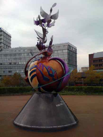 2010_lennon-peace-monument-liverpool_04