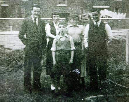 George Harrison with his family, 1940s