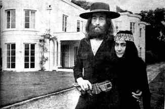 John Lennon and Yoko Ono at The Beatles' final photography session, Tittenhurst Park, 22 August 1969