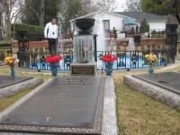 Graceland-grave.jpg