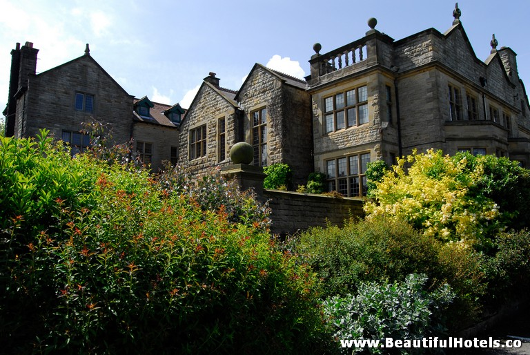 top-10-halloween-hotels-dunsley-hall-whitby-united-kingdom-hotel-picture