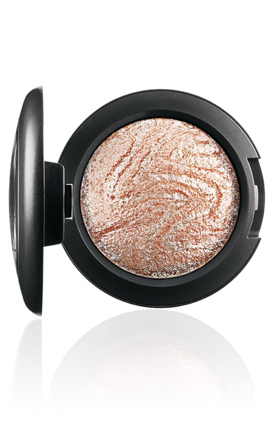 ApräsChic MineralizeEyeShadow Ice 72 Introducing MAC Après Chic Collection