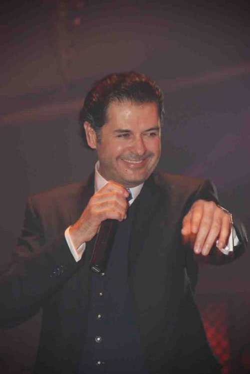 Superstar Ragheb Alameh denies joining Rotana