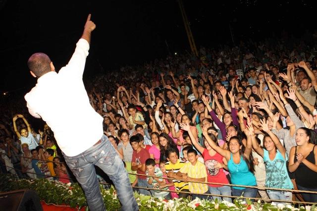 Joseph Attieh Tours with Fans
