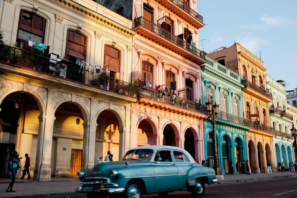 cuba-colorful-homes-in-old-havana-credit-lisette-poole-for-the-new-york-times