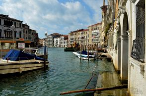 Waiting for the waterbus, Grand Canal