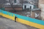 Плохой Бердичев. Помойка за забором в цветах украинского флага