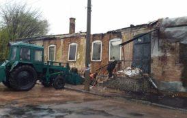 В Бердичеве началась осень, падают капли дождя и стены домов. ФОТО