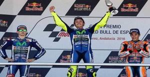 Rossi Beri Trofi Jerez Kepada Lorenzo