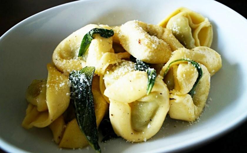 Immer wieder ein Hit bei uns: Gefüllte Pasta mit Salbei-Buttersoße