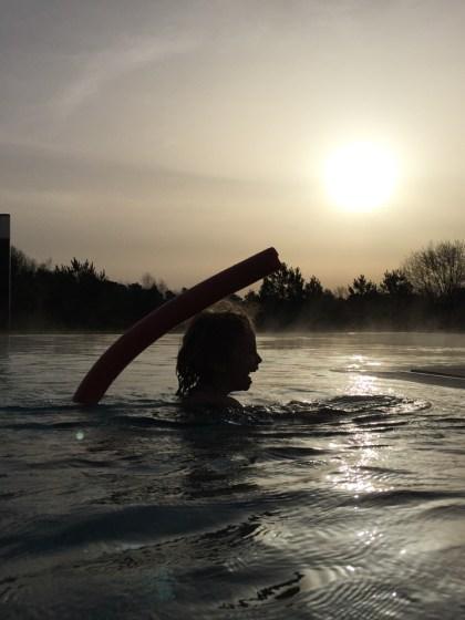 Schöner kann man den Tag nicht beginnen: Der Außenpool im a-ja Bad Saarow. Das Resort.