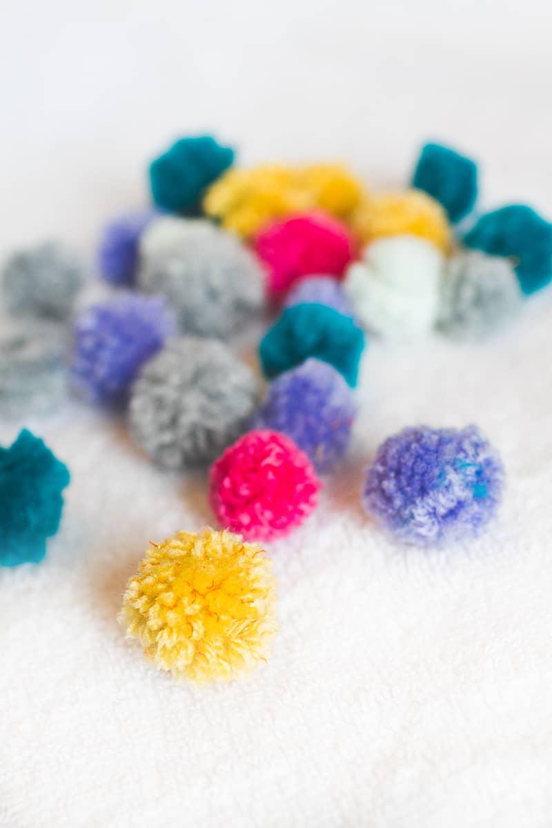 DIY POM POM Yarn Letters-5