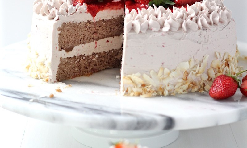 strawberry cake featured image