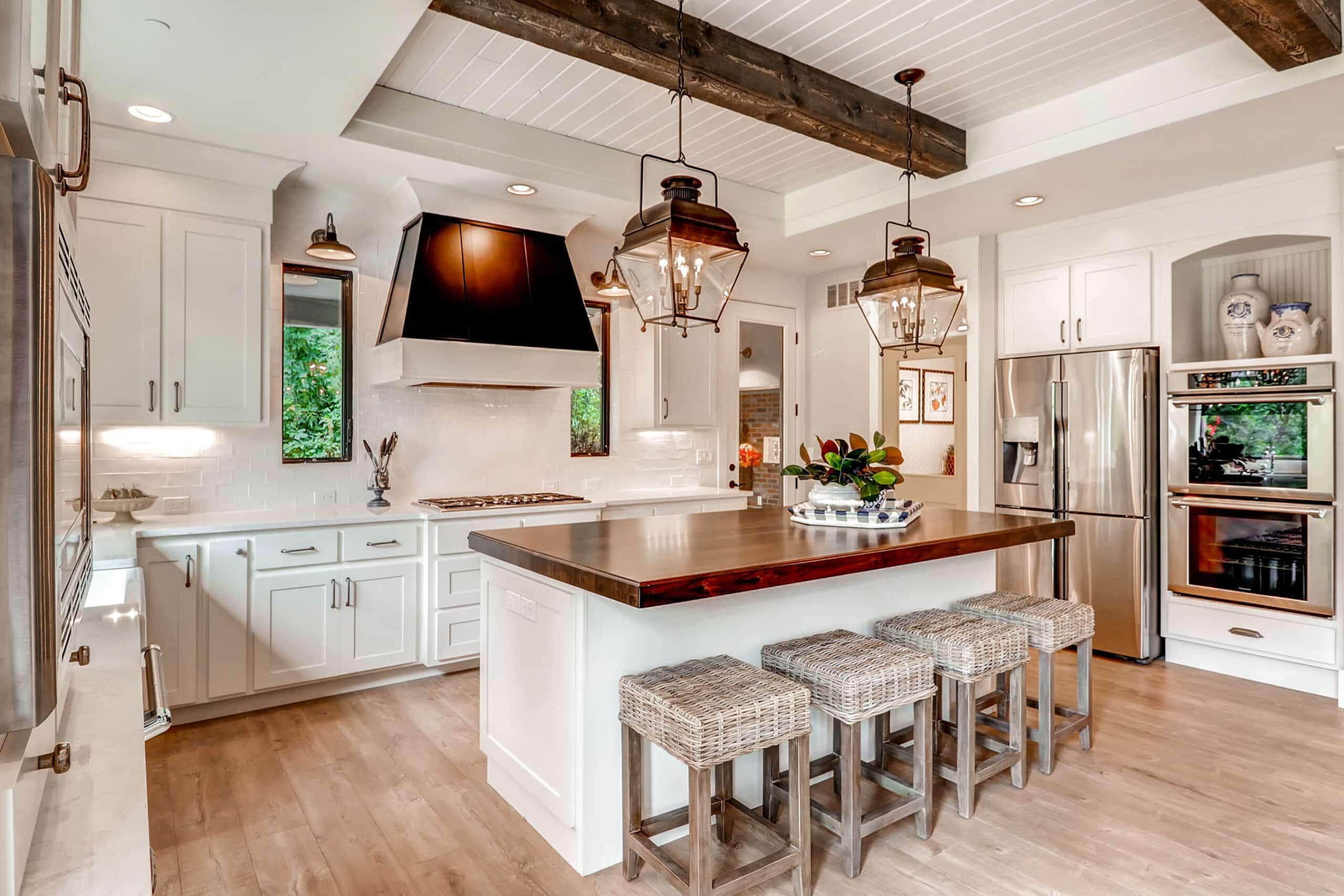 5 laminates perfect for a unique farmhouse kitchen farmhouse kitchen lighting 5 Laminates Perfect for a Unique Farmhouse Kitchen