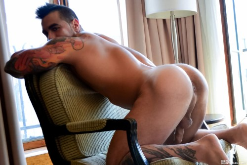 men-of-montreal-male-butt
