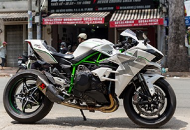 Ninja H2 Ghost Edition brilha no Vietnã