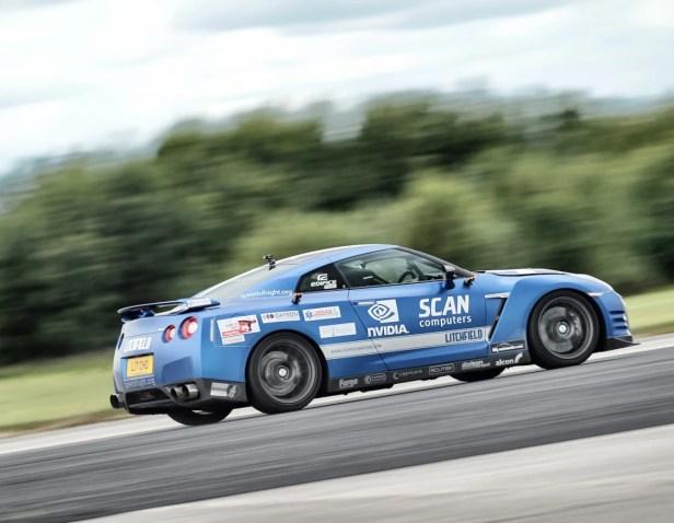Nissan GT R  pilotado por homem cego a cerca de 323 km/h