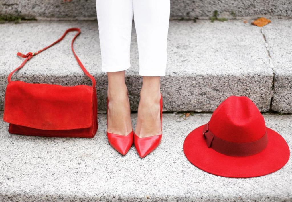 Accesorios en rojo en mi ltimo look Details of myhellip
