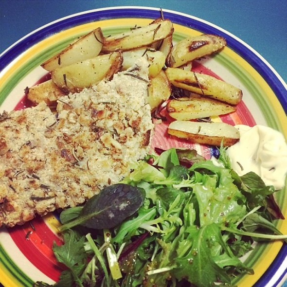 @hellofreshau walnut and rosemary crumbed chicken with wedges and salad. Nom.