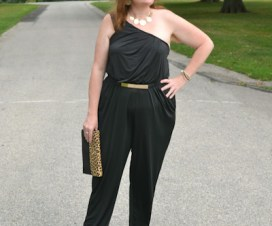 How to wear a Plus Size Jump sute Plus Size Blogger Sherry Aikens form BigGirlsGuide in a 2x Jumpsuit