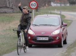 Minibiler må nu køre på cykelstierne