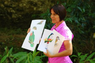 Tanya telling stories about Cuba's endemic birds for her final presentation. (photo by Ernesto Reyes)