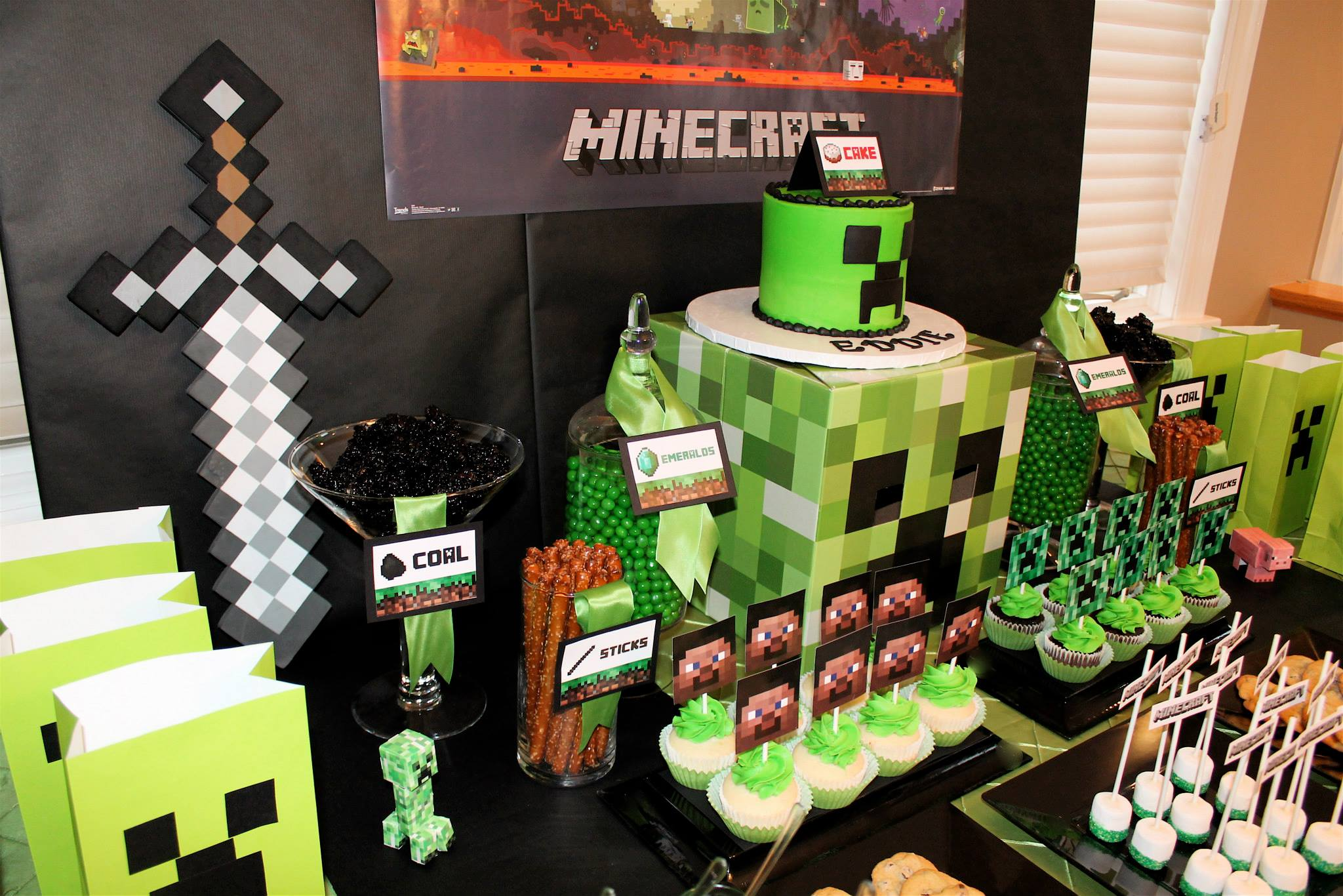 Minecraft creeper birthday party birthday party ideas for Crafts for 10 year old birthday party