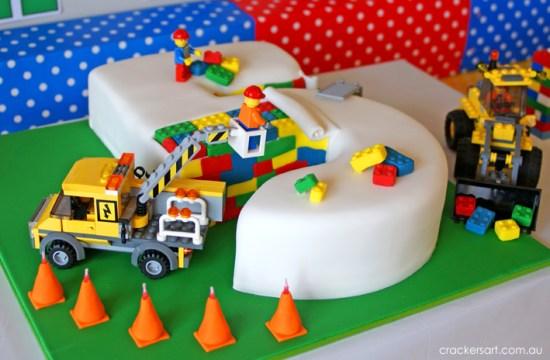 Crackers LEGO Birthday Party cake