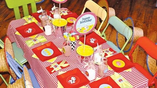 Farm Barnyard Party table setting