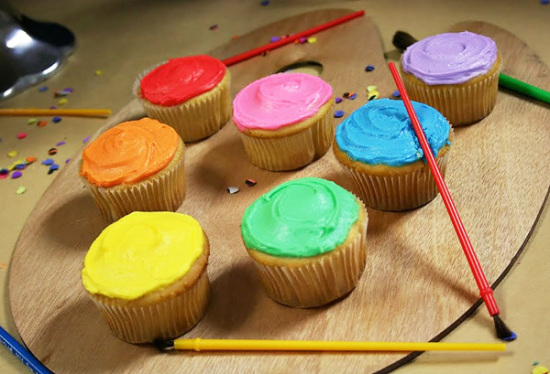 whimsical-modern-art-party-cupcakes