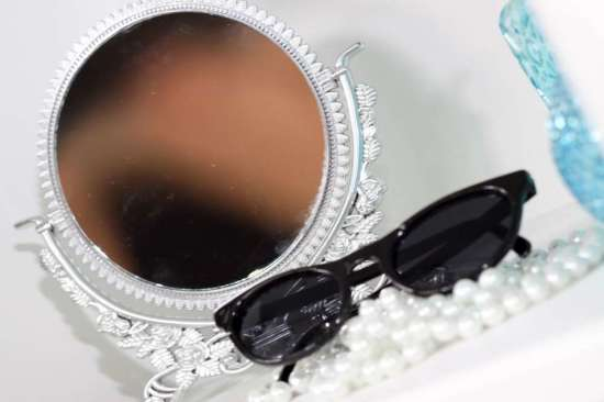 audrey hepburn sun glasses mirror pearls