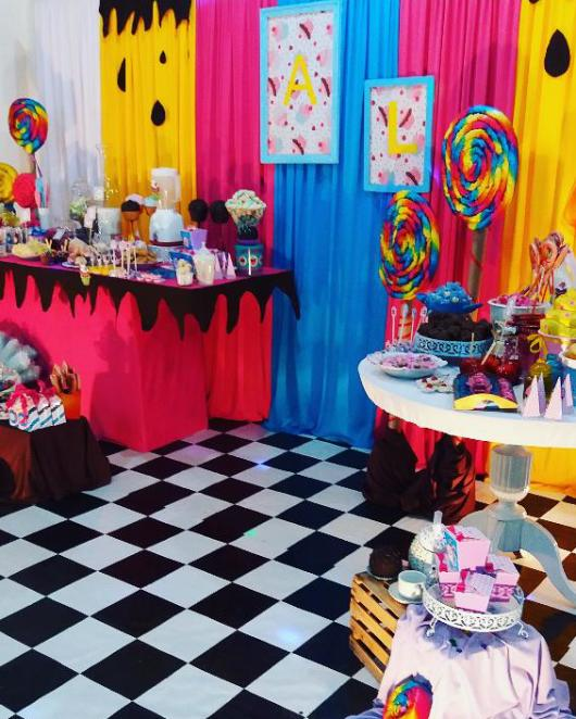 lollipop-candy-birthday-party-alice-in-wonderland-feel