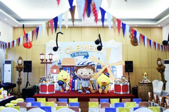 Singing-And-Dancing-With-Ducks-Birthday-Stage